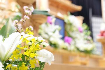 葬儀 の後は お供え物はどうすればいいの?具体的に解説します。のサムネイル画像