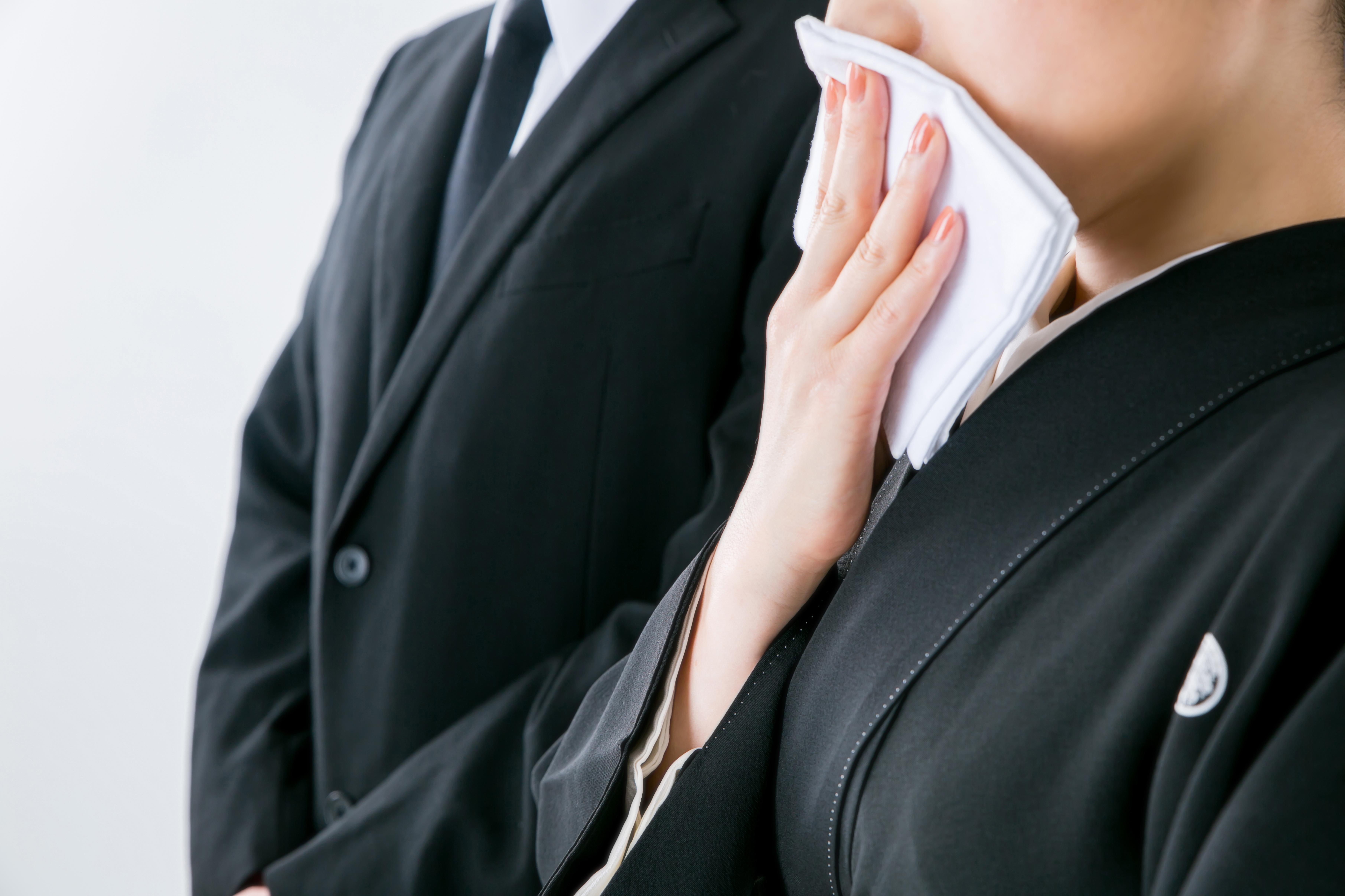 【葬儀】弔辞は封筒に入れるべき?入れ方・マナー・注意点を解説!のサムネイル画像