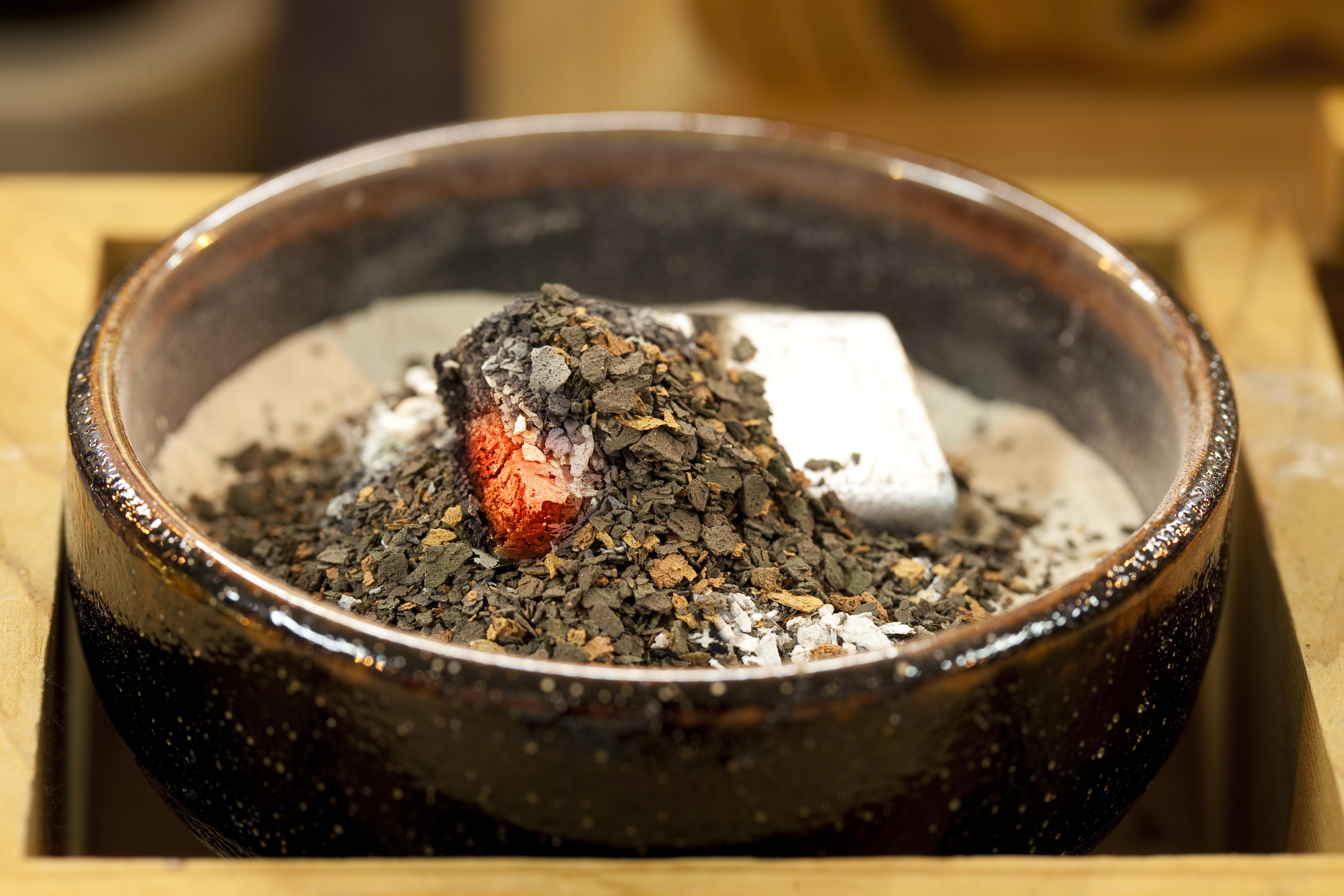 焼香の際の親族の順番とは?大人なら知っておきたい焼香マナーのサムネイル画像