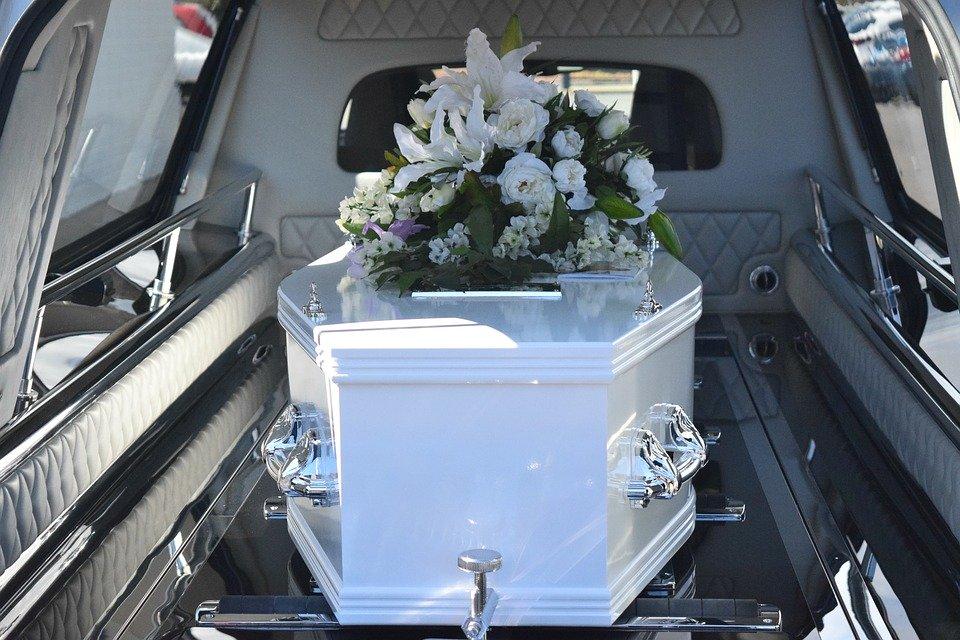 父親の葬儀に香典は必要?金額や書き方、注意事項などを詳しく解説のサムネイル画像