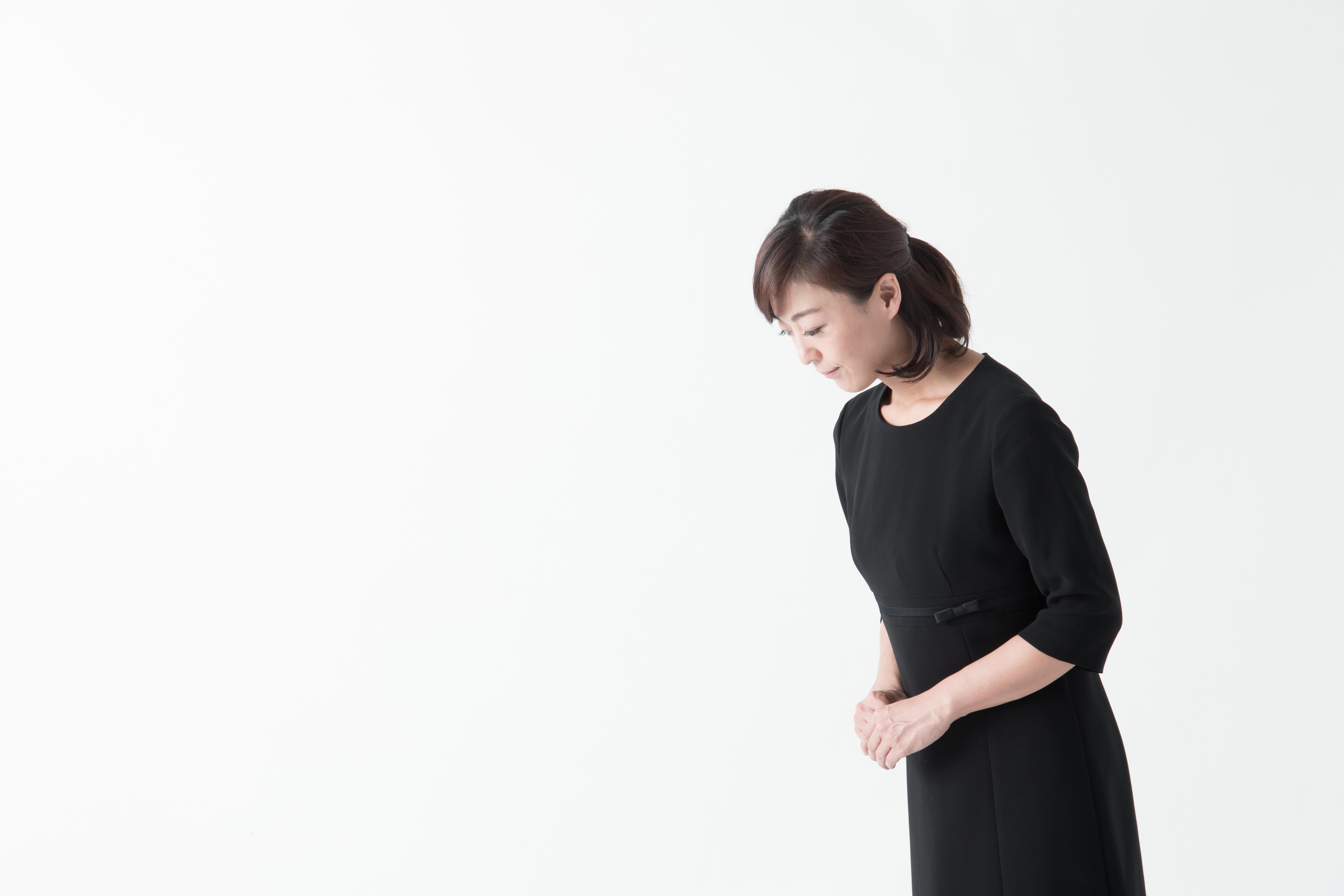 妊婦はお葬式でお腹に鏡を入れる?迷信やマナーを徹底解説しますのサムネイル画像