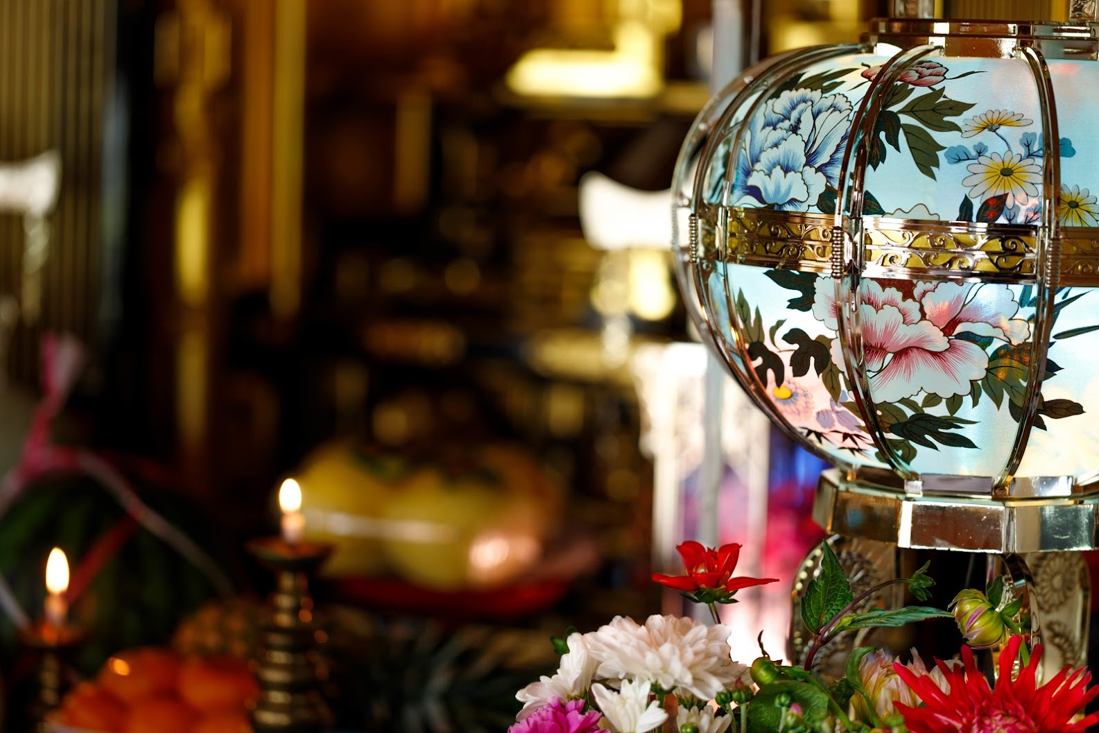 【葬儀】提灯代の金額の相場や贈る場合のマナーについて解説のサムネイル画像