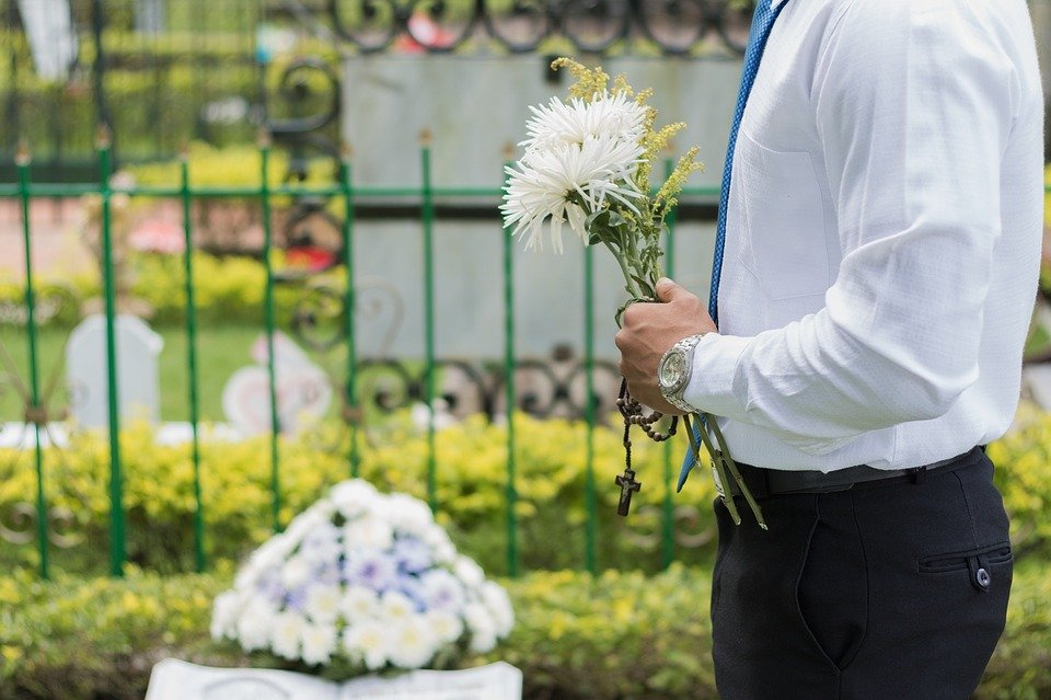 葬儀の受付での記帳方法とは?書き方やマナーを解説のサムネイル画像