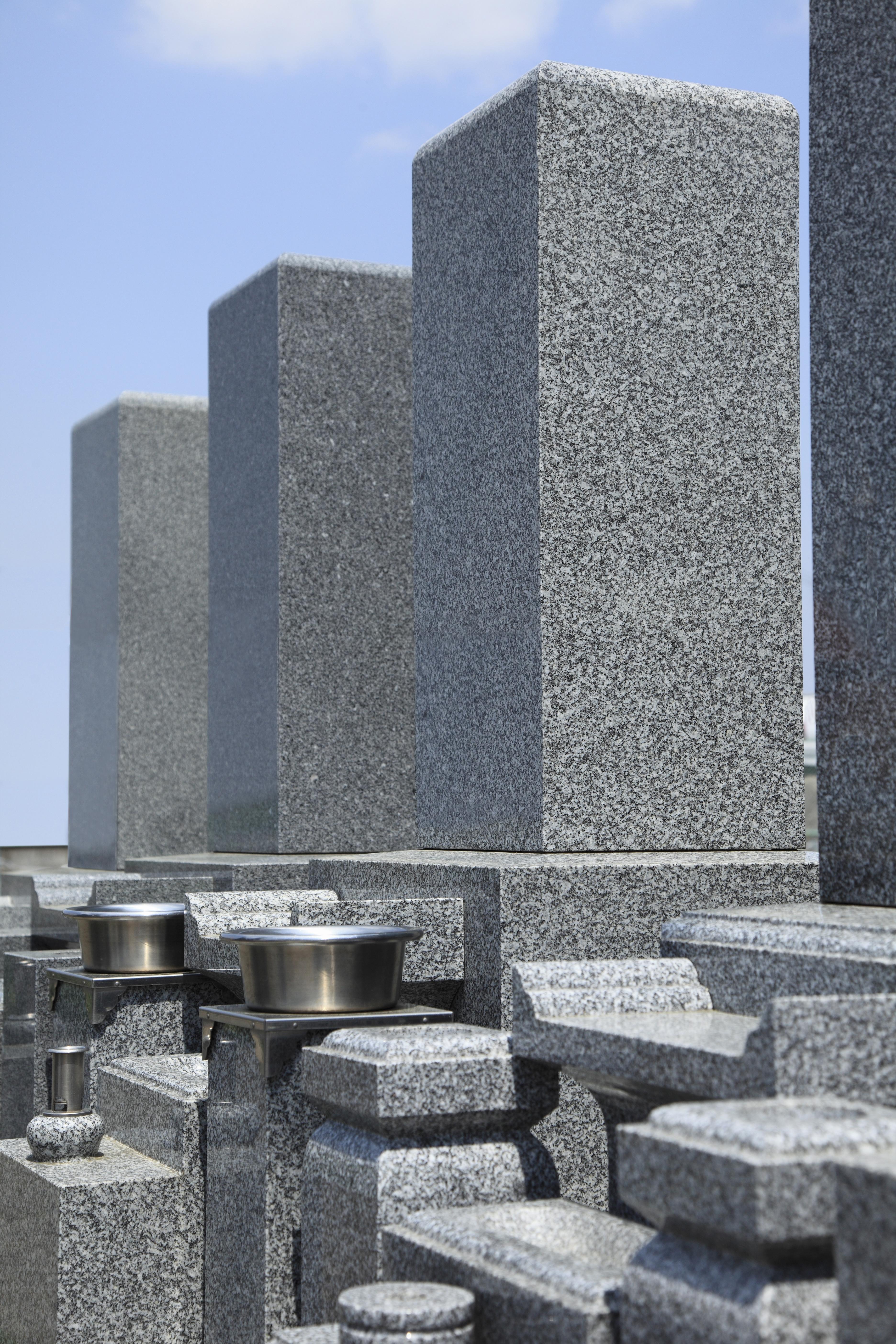 墓石に刻む文字もルールは?彫刻する場所や費用・タブーを解説のサムネイル画像