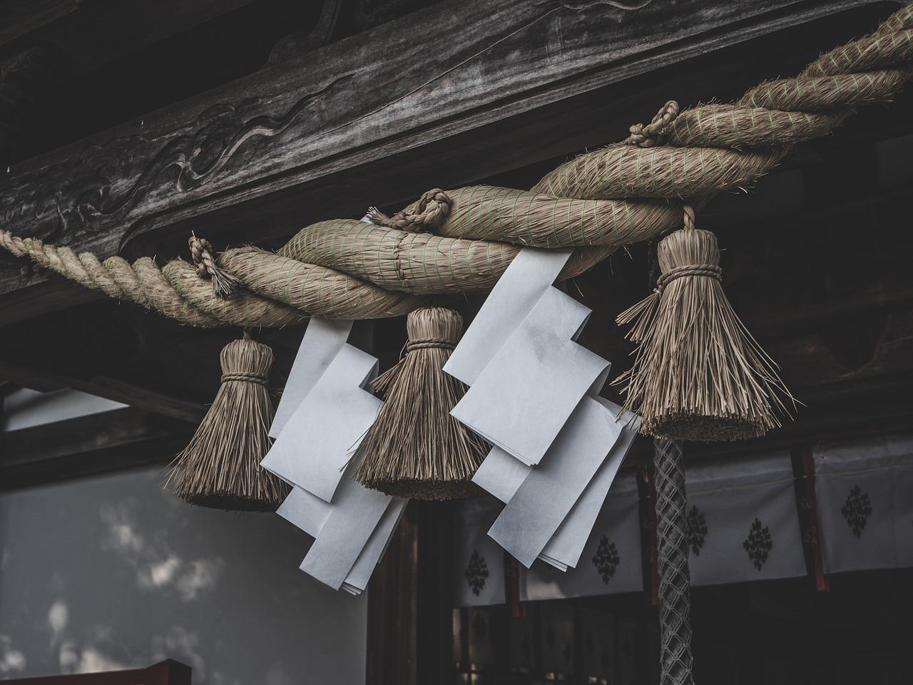神棚の配置場所や方法とは?お供えの配置方法についても解説!のサムネイル画像