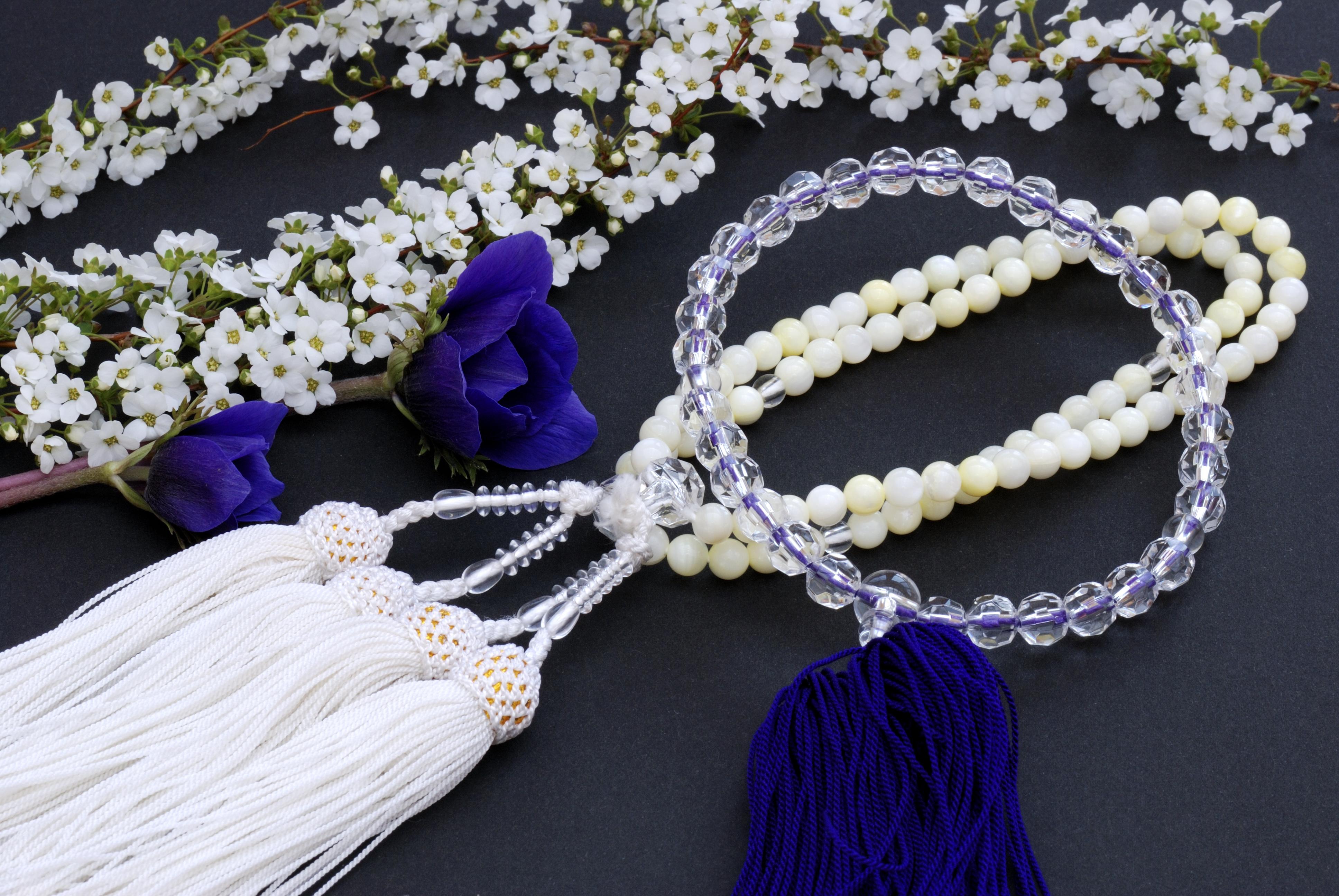 オンライン葬儀でも数珠は必要?数珠の使い方と買える場所を解説!のサムネイル画像