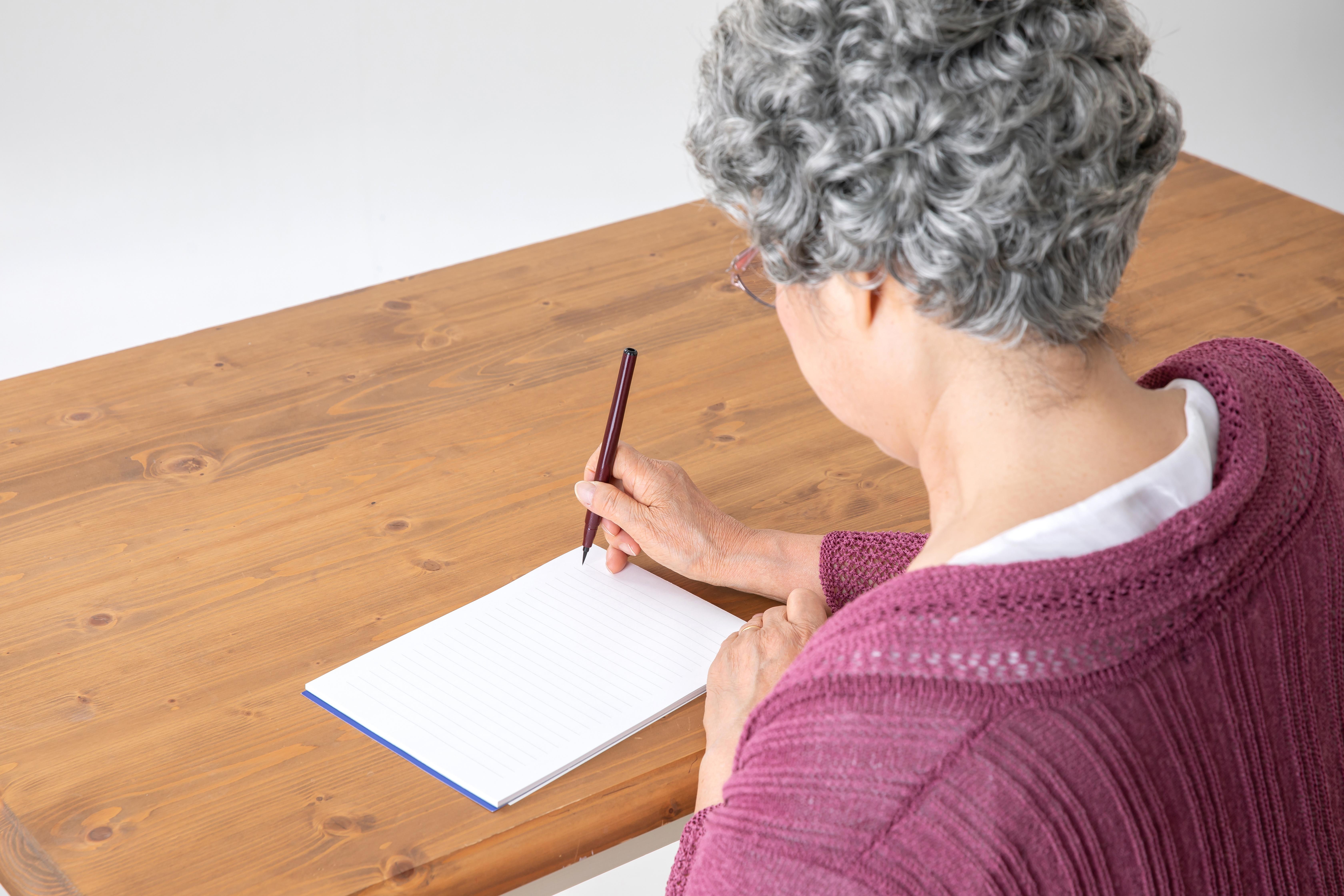 【正しい知識を身につけて】忌明けの挨拶状の書き方や文例を紹介のサムネイル画像