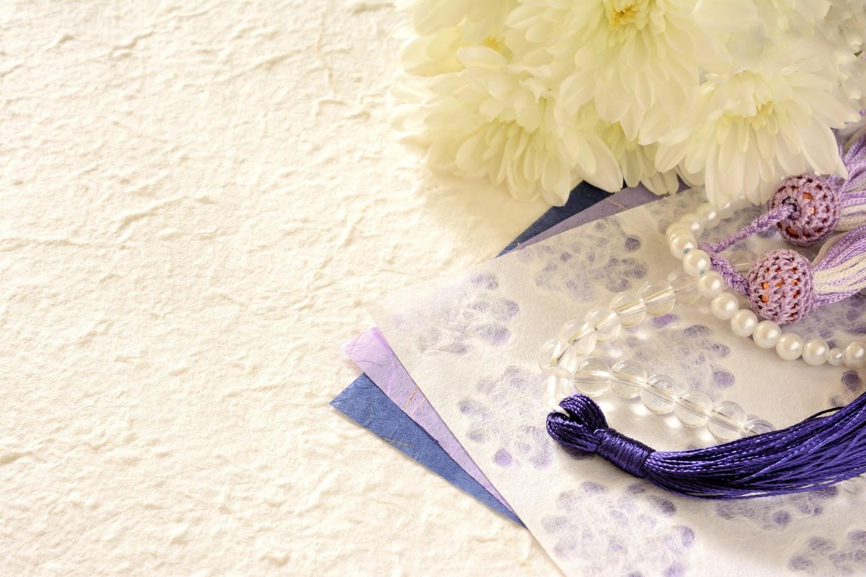 葬儀で使うハンカチに決まりはある?色や柄の決まりについて解説!のサムネイル画像
