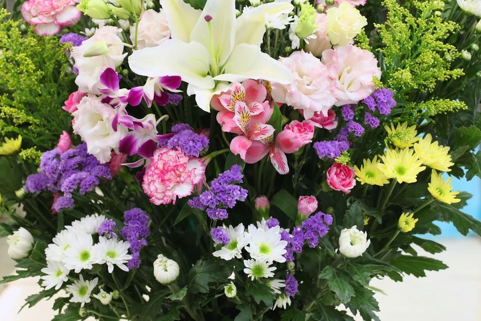 お墓参りにはどんなお花がいいの?選ぶポイントやタブーについて解説のサムネイル画像