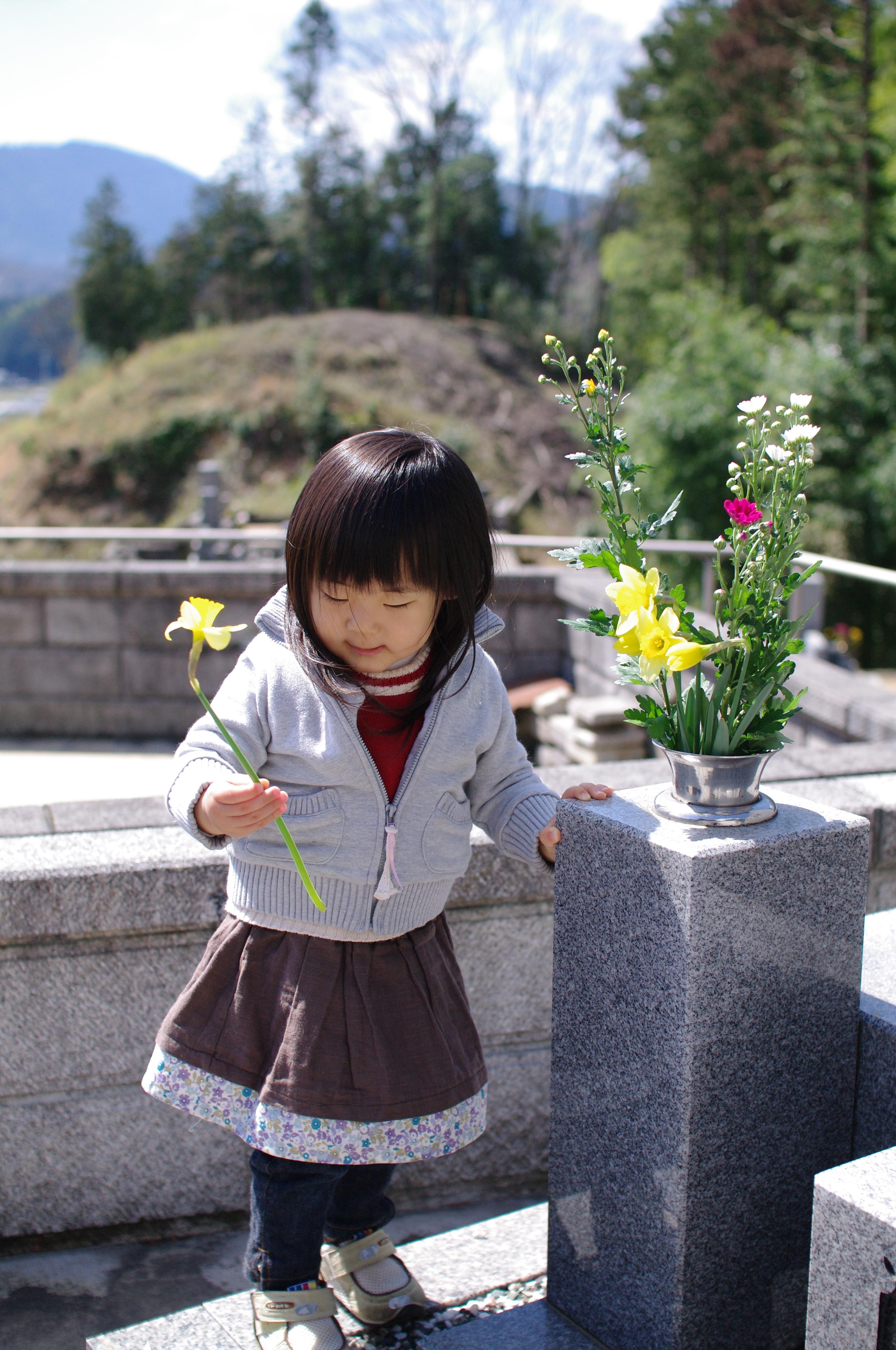 お墓参りには何を持って行けば良い?流れやマナーもご紹介します。のサムネイル画像