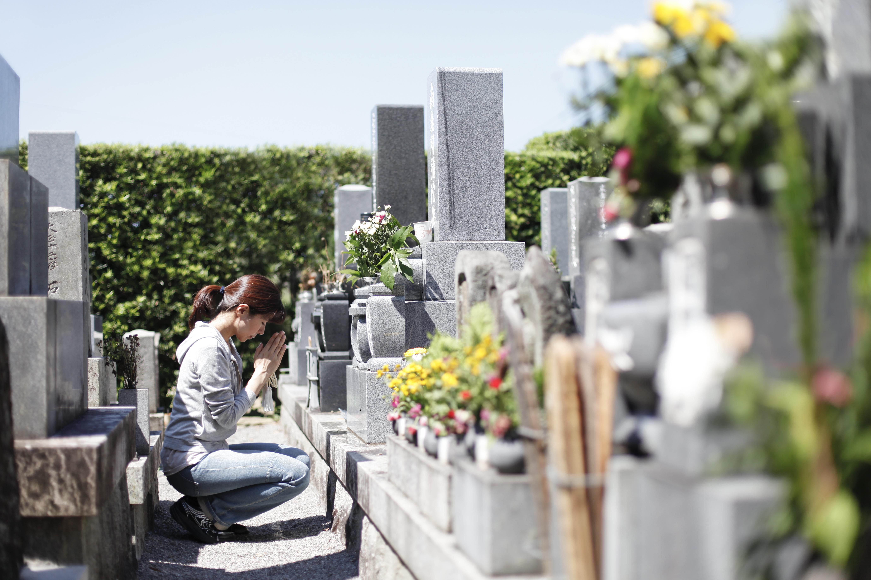 【終活】墓じまい後の遺骨はどうする?改葬手続き方法を解説のサムネイル画像