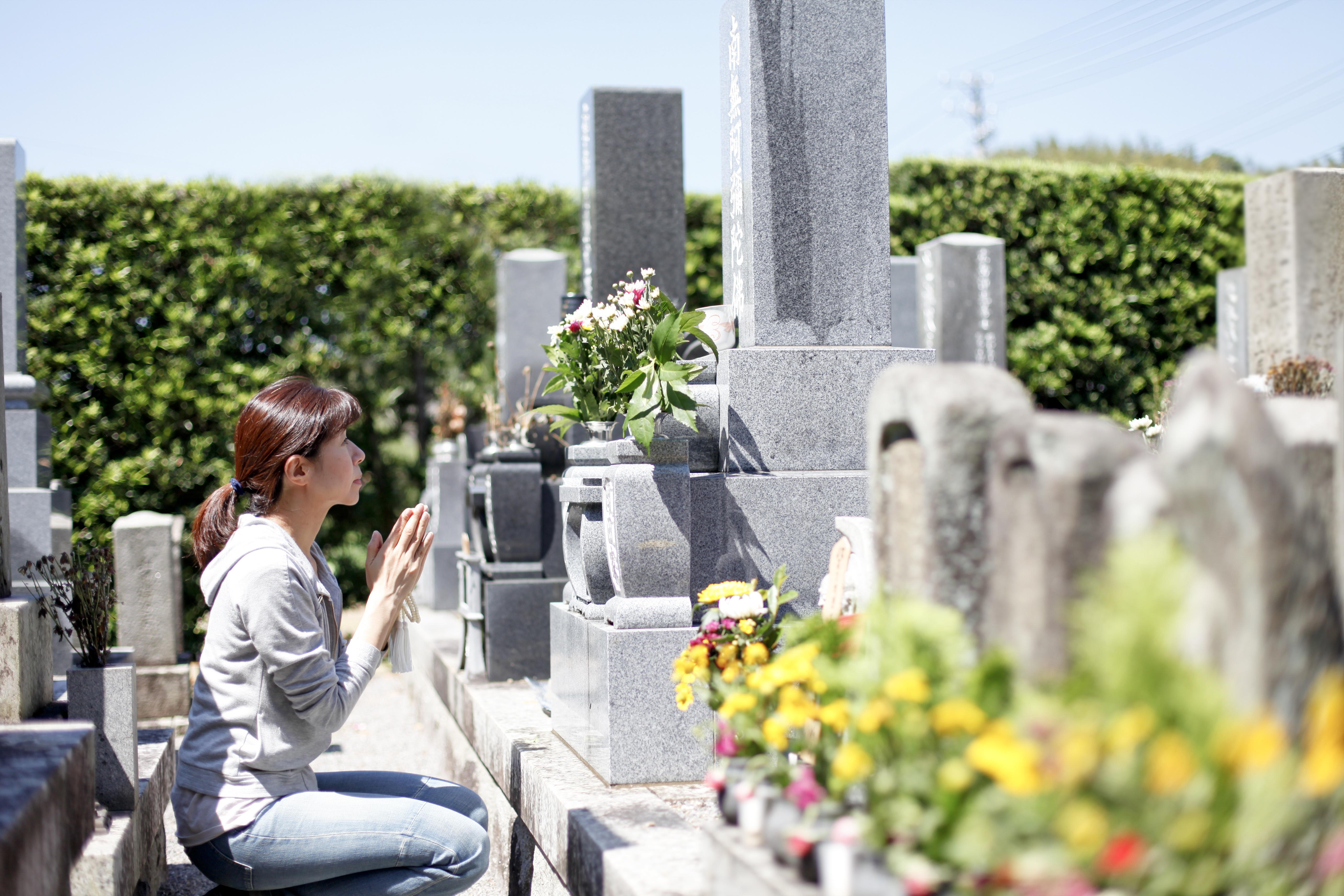 お墓参りは午後に行っても良い?お墓参りの適切な時間を解説しますのサムネイル画像